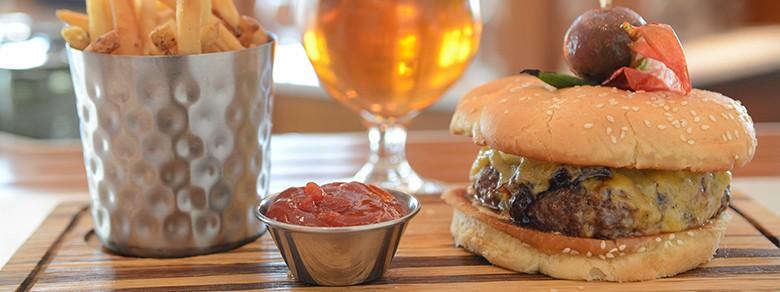 Octagon Bar MPBurger and Fries